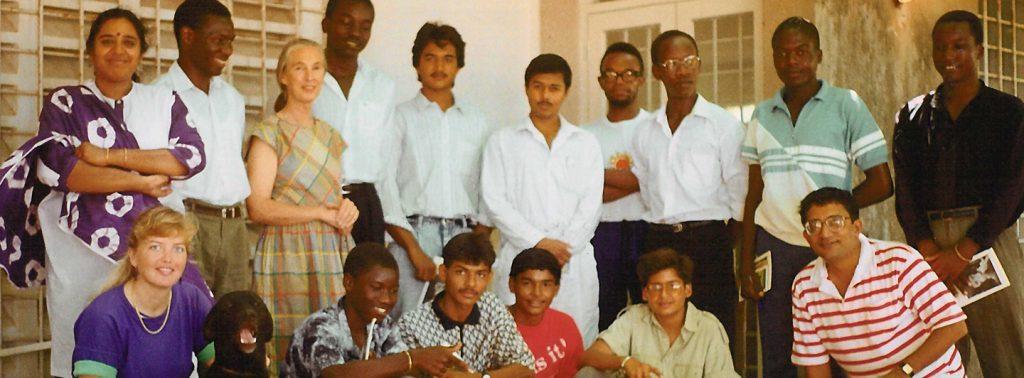 Gründungsfoto der ersten Roots & Shoots Gruppe in Tansania